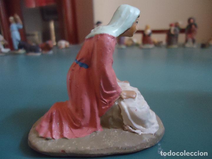 Figuras de Belén: Antigua figura de Belén Pesebre. Lavandera - Foto 4 - 211613846