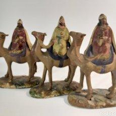 Figuras de Belén: ANTIGUAS FIGURAS DE REYES MAGOS EN TERRACOTA. Lote 211644836