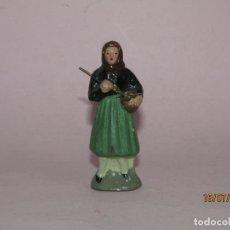 Figuras de Presépios: ANTIGUA FIGURA DE BELÉN EN TERRACOTA BARRO COCIDO Y PINTADA A MANO. Lote 211892398