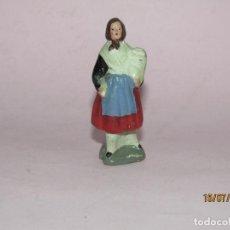 Figuras de Presépios: ANTIGUA FIGURA DE BELÉN EN TERRACOTA BARRO COCIDO Y PINTADA A MANO. Lote 211892521