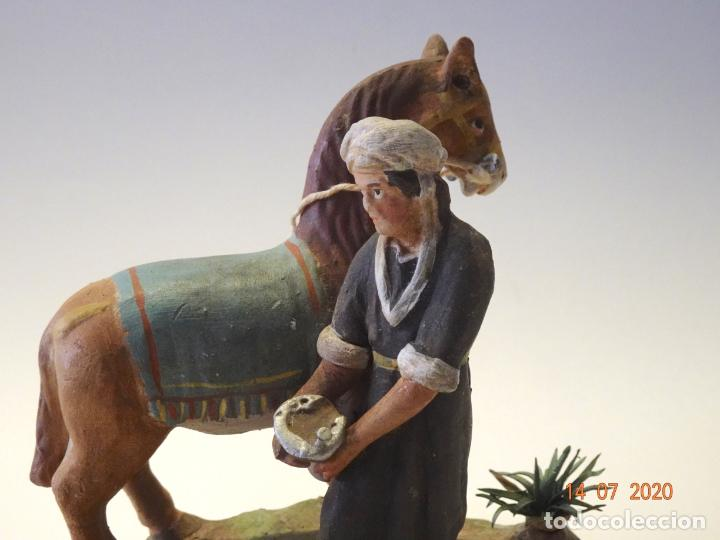 Figuras de Belén: FIGURA DE BELEN O PESSEBRE EN BARRO O TERRACOTA - PERSONAJE HERRERO CON CABALLO - Foto 5 - 212419813