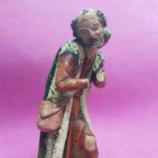Figuras de Belén: PASTOR CON CESTA ,SERRANO , FIGURA DE BELEN, ANTIGUA. Lote 219293751