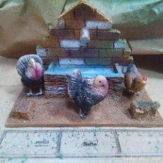 Figurines pour Crèches de Noël: FIGURAS DE BELEN - FUENTE CON AVES - BARRO Y CORCHO. Lote 221701325