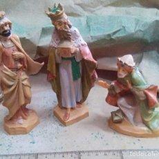 Figurines pour Crèches de Noël: FIGURAS DE BELEN - REYES MAGOS CON MUCHOS DETALLES EN PLASTICO - AÑOS 70. Lote 235329970