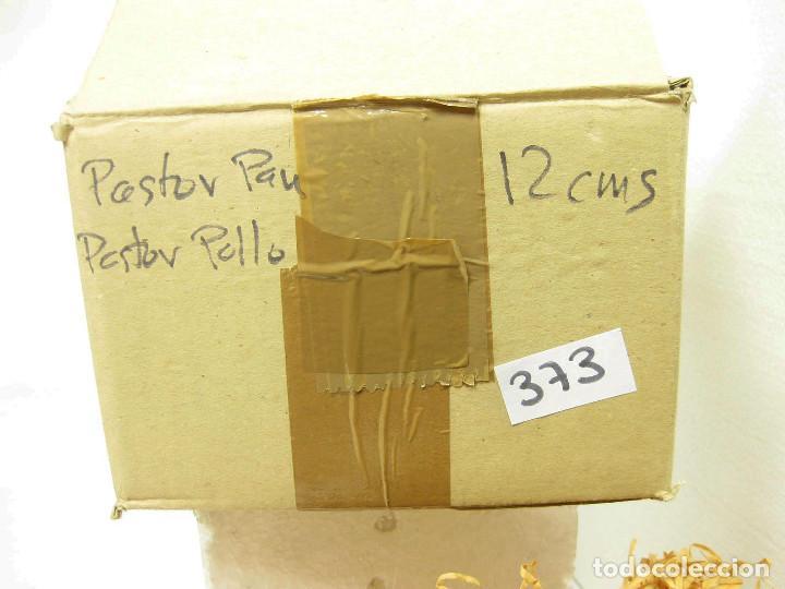Figuras de Belén: Figuras de barro para nacimiento de 12 cm. Pastor con pan. - Foto 3 - 222046380
