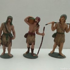 Figuras de Presépios: ANTIGUAS Y BONITAS FIGURAS DE BELÉN EN PLÁSTICO - PASTORES CON OFRENDAS - VER FOTOS. Lote 222390682