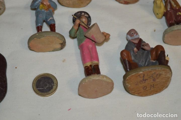 Figuras de Belén: Lote figuras variadas / BELÉN ANTIGUO / De BARRO, TERRACOTA o similar ¡Mira fotos/detalles! Lote 02 - Foto 2 - 222482505