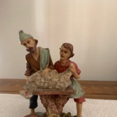 Figuras de Belén: FAMILIA HACIENDO LA MATANZA DEL CORDERO, FIGURA DE BELÉN, 15 CM. Lote 222666040
