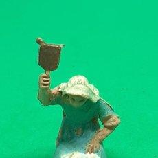 Figuras de Belén: FIGURA BELEN PLASTICO PECH OLIVER MIRETE LAVANDERA MINIATURA. Lote 222835085
