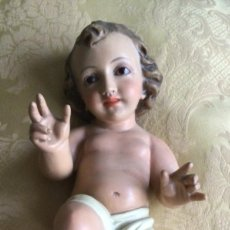 Figuras de Belén: ANTIGUO NIÑO JESÚS DE ESTUCO POLICROMADO ARTES DECORATIVAS, OLOT. Lote 223815381