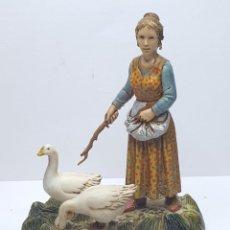 Figurines pour Crèches de Noël: PASTORA CON OCAS *** LANDI ITALIA. Lote 227092390