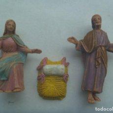 Figuras de Belén: LOTE DE 3 ANTIGUAS FIGURAS DE PLASTICO DEL BELEN : SAN JOSE, LA VIRGEN Y EL PESEBRE. Lote 229199840
