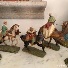 Figuras de Belén: FIGURAS PESEBRE REYES MAGOS TERRACOTA OLOT 22 20 Y 27 CM. Lote 234490990