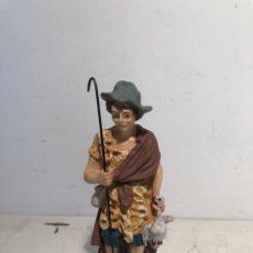 Figuras de Belén: FIGURA BELEN PASTOR CON PATO, SERIE 15 ARTE CRISTIANO OLOT.. Lote 234830095