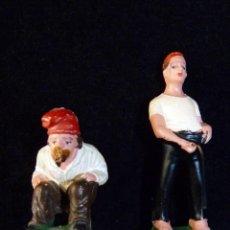 Figuras de Belén: LOTE DE 2 FIGURAS PARA BELÉN. CAGANER. OLIVER, PECH. 7 -4,5 CM. AÑOS 70 (9). Lote 235885225