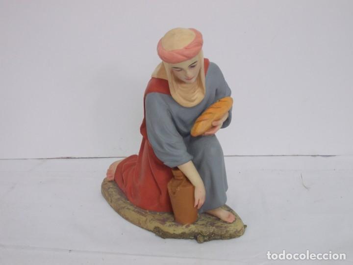 FIGURA BELEN, MUJER OFERENTE CON JARRA Y PAN SERIE 30 OLOT. MUY BUEN ESTADO (Coleccionismo - Figuras de Belén)