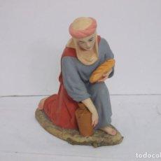 Figurines pour Crèches de Noël: FIGURA BELEN, MUJER OFERENTE CON JARRA Y PAN SERIE 30 OLOT. MUY BUEN ESTADO. Lote 236137230
