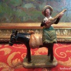 Figuras de Belén: FIGURA BELEN PESEBRE NACIMIENTO NAVIDAD BARRO TERRACOTA MUY ANTIGUOS 10 CMS. Lote 236428405
