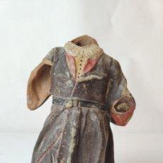 Figuras de Belén: CURIOSA FIGURA DE BARRO. POSIBLEMENTE PAJE REAL O SIMILAR. GRAN TAMAÑO. PINTURA ORIGINAL. SIGLO XVII. Lote 237814045