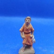 Figuras de Belén: ANTIGUA FIGURA BELÉN. HOMBRE CON UN CONEJO EN LA MANO 4'7CM. Lote 240556420