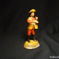 Statuine di Presepe: ANTIGUA FIGURA PASTOR CON NIÑO, DE BELEN, BARRO, TERRACOTA. Lote 244744850
