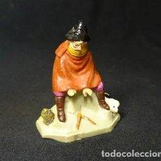 Statuine di Presepe: ANTIGUA FIGURA DE BELEN, HOMBRE CON PERRO CALENTANDOSE EN HOGUERA, BARRO, TERRACOTA. Lote 244757350