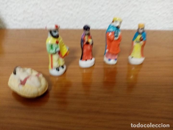 BELEN MINIATURA 4 CMS. CERAMICA PORCELANA,5 FIGURAS ROSCÓN DE REYES (Coleccionismo - Figuras de Belén)