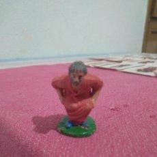 Figuras de Belén: CAGANER HOMBRE CAGANDO DEL BELEN EN PLASTICO. Lote 251886085