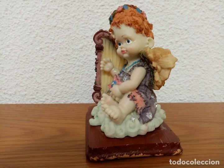 Figuras de Belén: Figura en resina angel querubin,angelote, con arpa años 80 - Foto 3 - 254013750