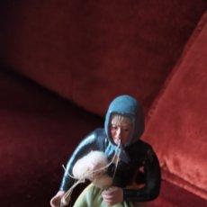 Figuras de Belén: TERRACOTA PASTORA HILANDERA. Lote 258081990