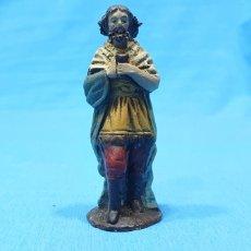 Figuras de Belén: FIGURA DE BELÉN - HOMBRE CON OFRENDA - BARRO ORTIGAS - 6,5 CM ALTO. Lote 259216330