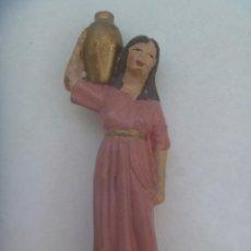 Figuras de Belén: ANTIGUA FIGURA DE TERRACOTA DEL BELEN : PASTORA CON CANTARO. Lote 271878758