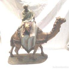Figuras de Belén: BEREBER BEDUINO A CAMELLO ARTE CRISTIANO OLOT, PASTA MADERA AÑOS 40. MED. 42 CM. Lote 293916203
