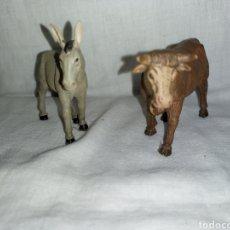 Figuras de Belén: 2 FIGURAS DE BELEN VACA Y BURRO PLASTICO DURO. Lote 293828318