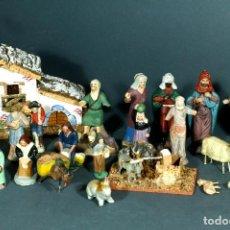Figuras de Belén: LOTE DE 22 FIGURAS EN BARRO, PARA BELÉN + COMPLEMENTOS EN CORCHO-MADERA. A RESTAURAR ALGUNAS.. Lote 294457553