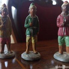 Figuras de Belén: FIGURA BELEN 3 PAJES DE REYES MAGOS U OTRA FUNCIÓN TERRACOTA AÑOS 60. Lote 295978978