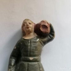 Figuras de Belén: ANTIGUA FIGURA PORTAL DE BELEN, ARCILLA O BARRO, ALTURA 8,5 CM, ROTURA EN LAS PIERNAS Y PEGADO. Lote 296947708