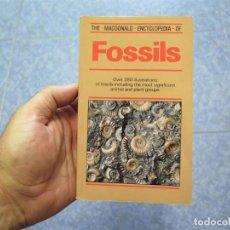 Coleccionismo de fósiles: FOSSILS –FOSSIL GUIDE-GUÍA DE FÓSILES-THE MACDONALD ENCYCLOPEDIA OF FOSSILS. Lote 86409192