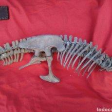 Coleccionismo de fósiles: ANTIGUO ESQUELETO REPRODUCCION REPTIL PREHISTÓRICO. Lote 117632563