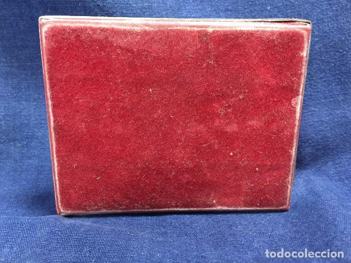 Coleccionismo de fósiles: antiguo y pequeño cuadro caja con mariposa disecada marrón metal y fieltro - Foto 7 - 122767979