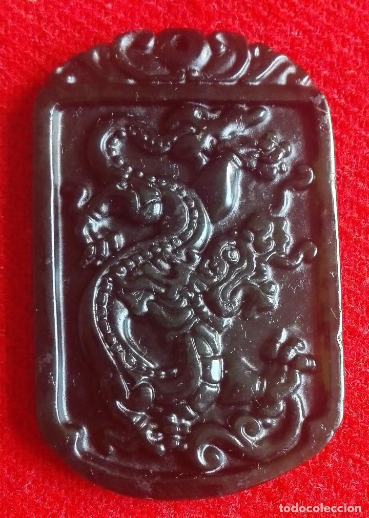 China Amuleto De Jade Verde Tallado A Mano Comprar Gemas De