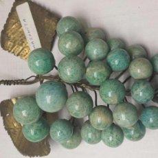 Coleccionismo de gemas: AMAZONITA ANTIGUA EN FORMA DE RACIMO DE UVA CON BRONCE. Lote 77550317