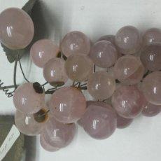 Coleccionismo de gemas: RACIMO ANTIGUO EN QUARZO ROSA Y BRONCE. Lote 77569297