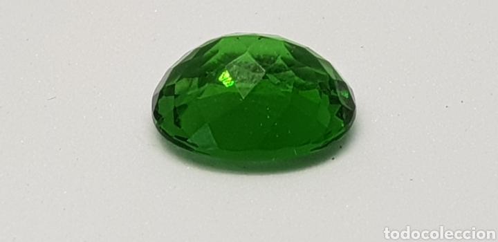 Coleccionismo de gemas: Moldavia 3,95 ct verde intenso profundo - Foto 3 - 129646630