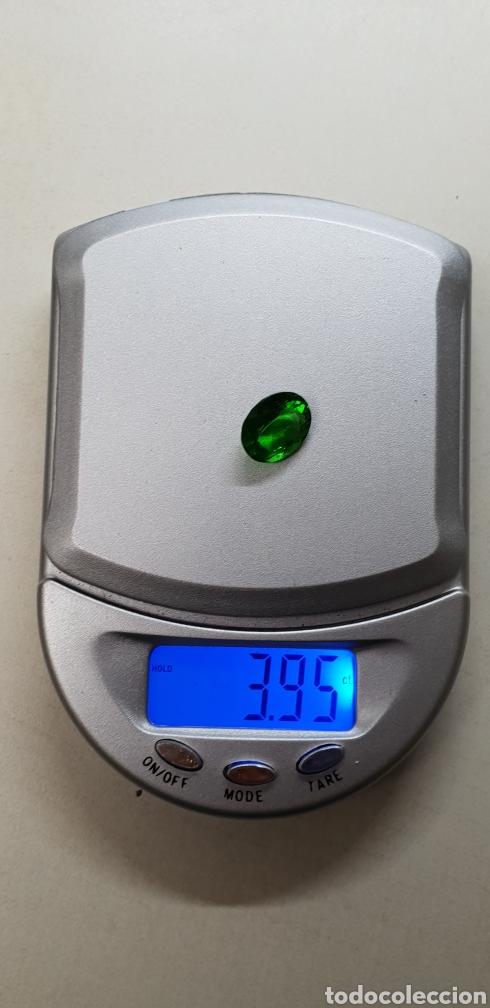 Coleccionismo de gemas: Moldavia 3,95 ct verde intenso profundo - Foto 4 - 129646630