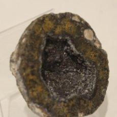 Coleccionismo de gemas: GEODA, INTERIOR DE CUARZO CON DESTELLOS DE PIRITA.. Lote 167731404