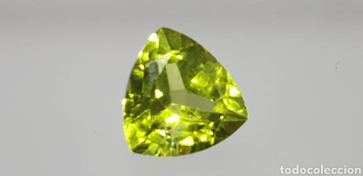 PERIDOTO NATURAL DE 2 CT DE UN COLOR VERDE INTENSO, TALLA TRILLON (Coleccionismo - Mineralogía - Gemas)