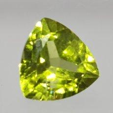 Coleccionismo de gemas: PERIDOTO DE 2 CT DE UN COLOR VERDE INTENSO, TALLA TRILLON. Lote 129525075