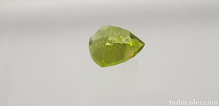 Coleccionismo de gemas: Peridoto natural de 2 ct de un color verde intenso, talla trillon - Foto 4 - 129525075