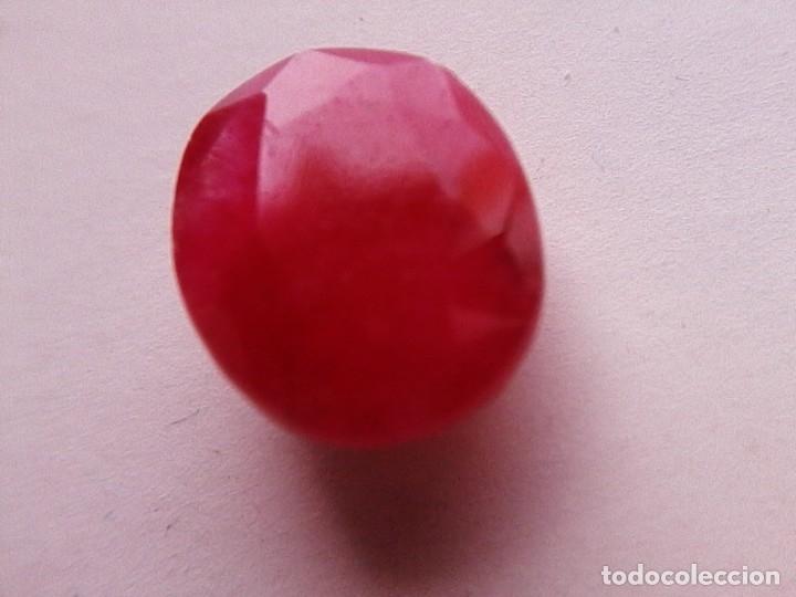 Coleccionismo de gemas: Bonito Rubí Natural Rojo de Madagascar de Talla Oval con 3.5 Ct. - Foto 5 - 173823264